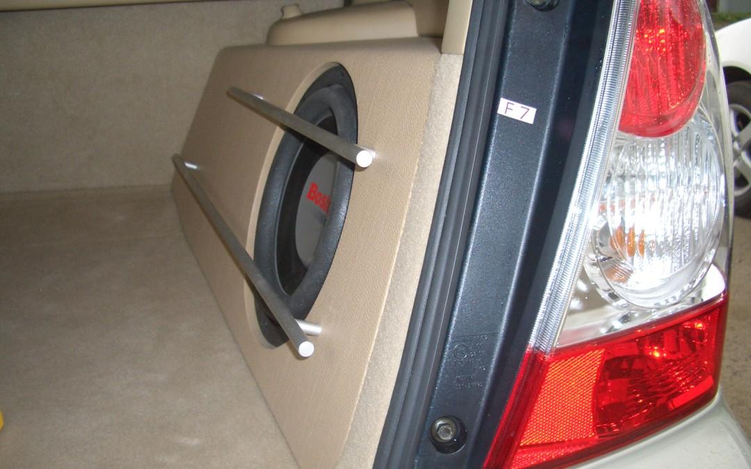 Примеры инсталляции аппаратуры в багажниках. От кабриолетов до больших внедорожников.